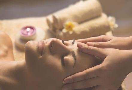 Maternité---Massage-visage